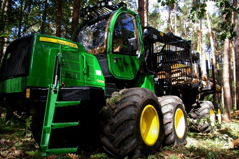 John Deere obniża prognozy sprzedaży maszyn dla leśnictwa
