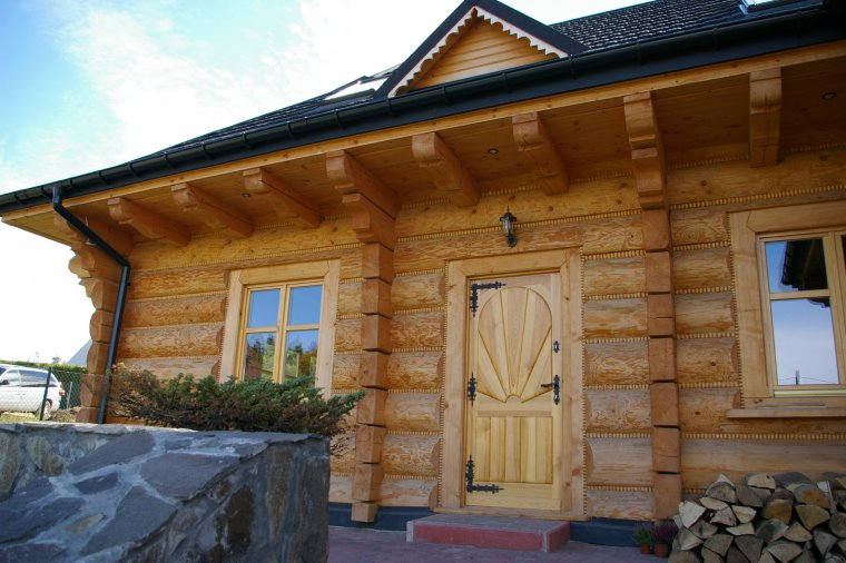 Tradycyjne domy z bali drewnianych wciąż są modne