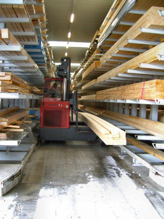 Regał wysięgnikowy do handlu drewnem