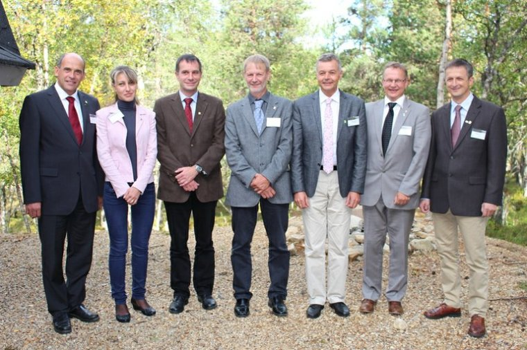 Nowy zarząd UEF. Od lewej stoją: Thomas Baschny, Anna Petrakieva, Michael Diemer, Bjorn Karlsson, Herve Nemoz-Rajot, Ilpo Puputti, Tomasz Markiewicz