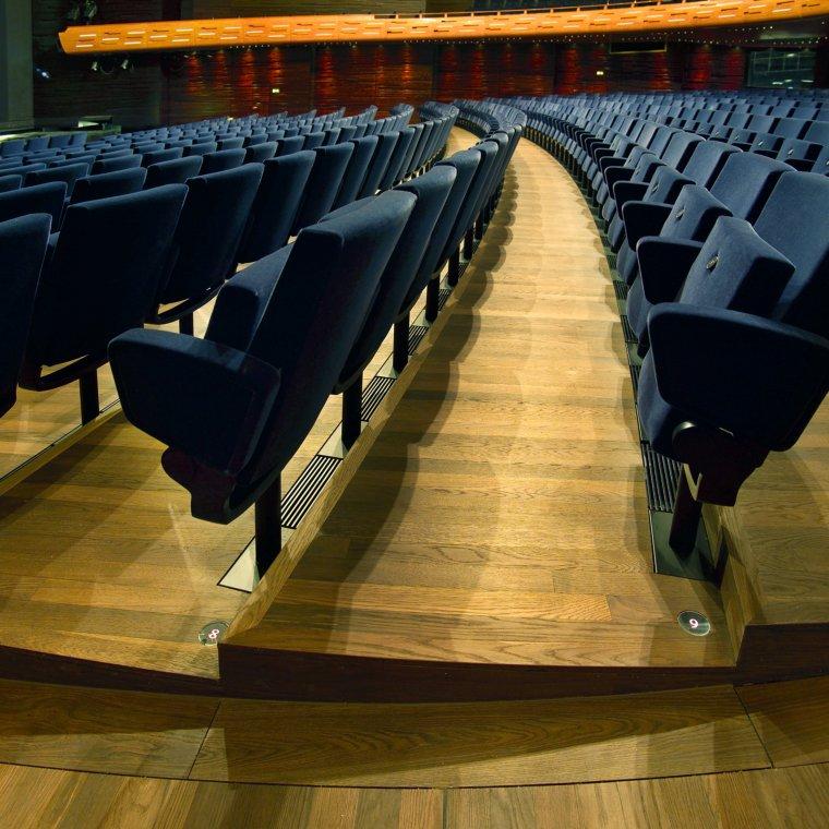 Opera Królewska w Kopenhadze z podłogą z białego dębu amerykańskiego