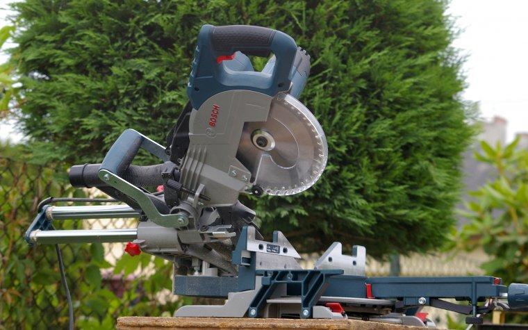 Test pilarki ukosowej Bosch GCM 8 SJL Professional