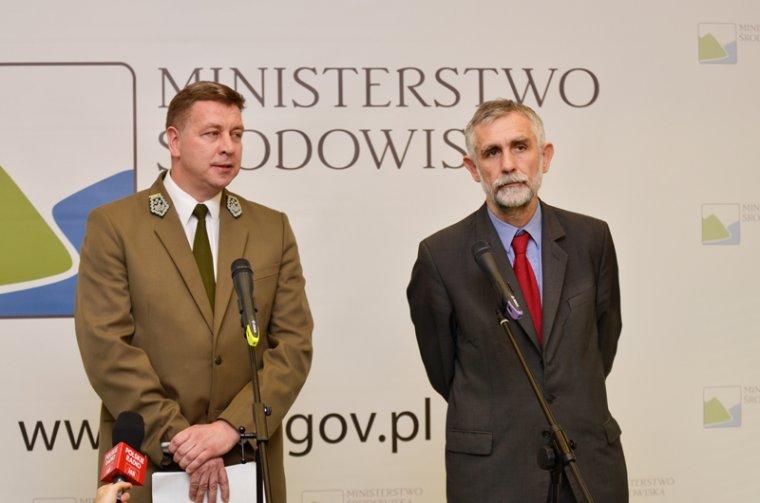 Dyrektor Generalny Lasów Państwowych Adam Wasiak i Minister Środowiska Maciej Grabowski