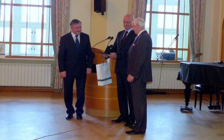 """Janusz Zaleski został uhonorowany medalem """"Zasłużony dla Uniwersytetu Przyrodniczego w Poznaniu"""""""