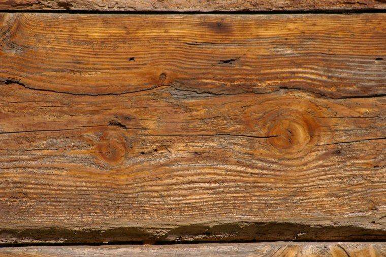 Piękno naturalnie spatynowanego drewna