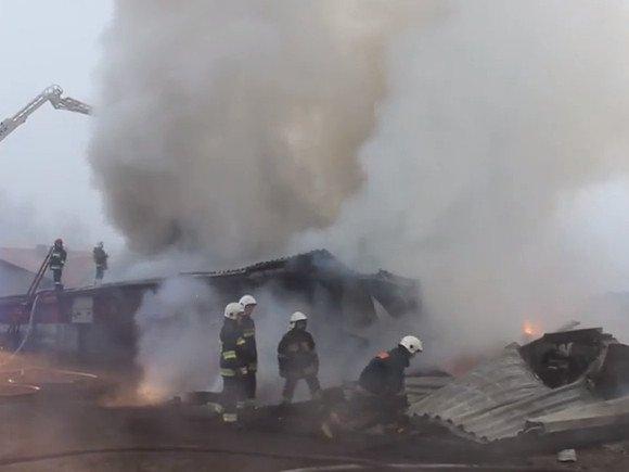Duże straty po pożarze zakładu stolarskiego w Ozorkowie