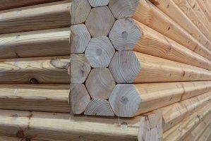 Interesująca technologia konstrukcji ścian z drewna opracowana przez Hexagon Massiv Holz