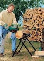 <font color=gray>Bosch posiada w ofercie<br> piły łańcuchowe,które <br>sprawdzają się w cięciu <br>grubych gałęzi, pni drzew, <br>jak również okazjonalnej <br>przycince drzew owocowych<br>czy drewna kominkowego<br>Fot. BOSCH