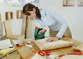 <center>Urządzenie przeznaczone jest<br> do prac tapicerskich, <br>izolacyjnych, dekoracyjnych.<br><i>fot.:Bosch</I></center>