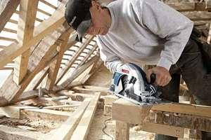 <font color=gray>Pilarka tarczowa <br>GKS 85 Professional<br> szybko przecina nawet wilgotne <br>belki i deski z litego drewna<br>fot.: Bosch</font>