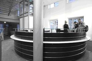 <font color=gray>Topan<br>Lada recepcyjna w centrum <br>informacyjnym BASF z czarnego<br> Topan colour Sonae Indústria</font>