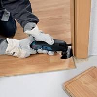 Przycinanie ram drzwiowych przy użyciu wielofunkcyjnego narzędzia GOP firmy Bosch