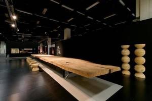Stół z drewna kuari