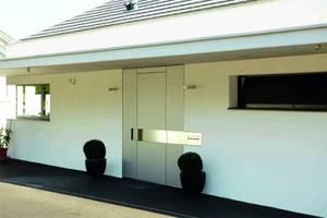 Bezpieczny dom: drzwi otwierane przy pomocy klawiatury szyfrowej.