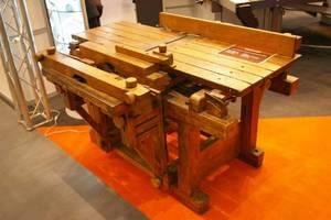 Zainteresowanie wśród zwiedzających wzbudzała wieloczynnościowa obrabiarka do drewna z 1910r. prezentowana na stoisku firmy Deta Polska