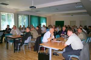 Uczestnicy konferencji Klęski żywiołowe w lasach podczas obrad w Puszczykowie