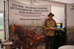 Stowarzyszenie Użytkowników i Przyjaciół Koni Roboczych organizowało pokazy pracy i specjalistycznego sprzętu dla koni. Na zdjęciu prezes stowarzyszenia Stanisław Baraniok.