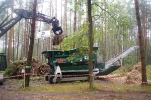 ...Wraz z rozdrabniaczem rozdzielającym osobno biomasę i ziemię.