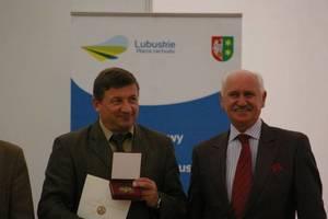 Dyrektor Biura Urządzania Lasu i Geodezji Leśnej - Janusz Dawidziuk odbiera Złoty Medal MTP