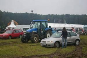 ... z terenu parkingu mozna było wyjechać tylko z pomocą ciągnika