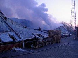 Zniszczona hala magzynowa