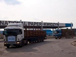 Prawidłowo załadowane ciężarówki zdaniem transportowców i przepisów drogowych nie powinny przewozić więcej niż 25 m3 drewna.