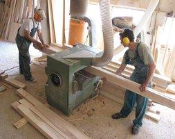 Wykonaniem ławki zajęłys ię lokalne firmy