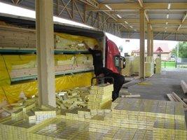 Prawie 3 mln sztuk papierosów ukryto w ładunku elementów domków drewnianych