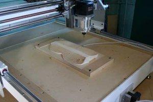 Kopiarka CNC wykonuje kopię skrzypiec Stradivariusa