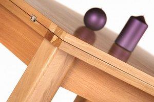 Sztab ludzi pracuje nie tylko nad designem nowych kolekcji, ale również nad rozwiązaniami w zakresie rozkładania stołów czy podnoszenia ław.
