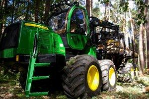 Maszyny John Deere cieszą się uznaniem w leśnictwie