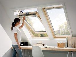 Drewniane okno do poddaszy typu GGL