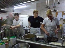 Prace w pałacowej kuchni