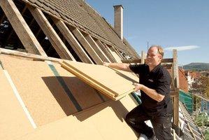 Montaż płyt dachowych STEICO na starej konstrukcji dachu