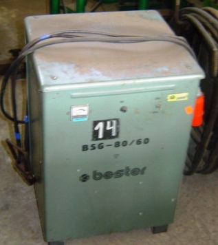 Prostownik do bateri wózka widłowego