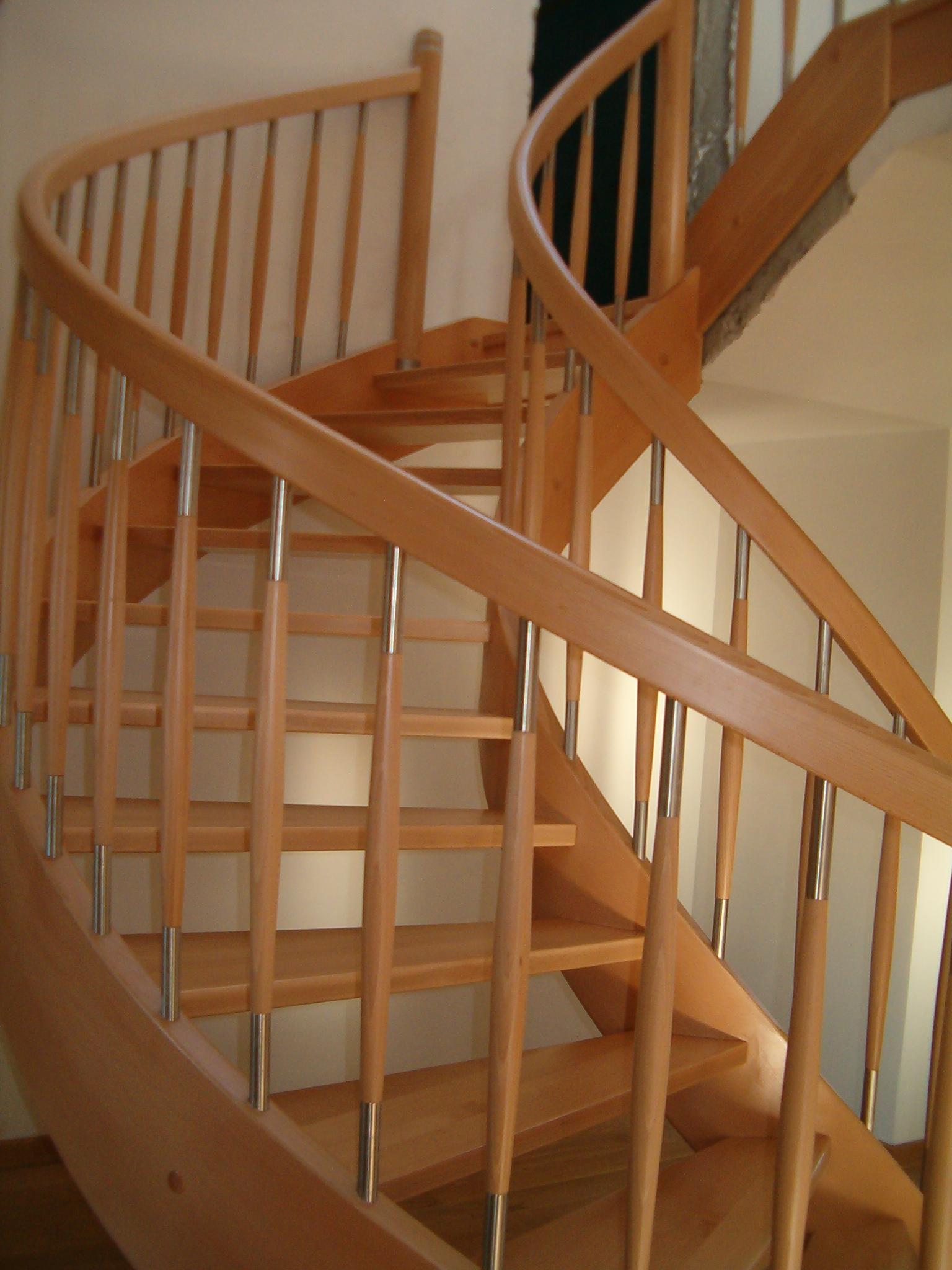 schody gięte z drewna