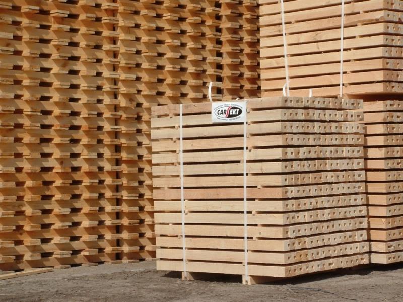 Fumigacja palet skrzyń kontenerów na export.