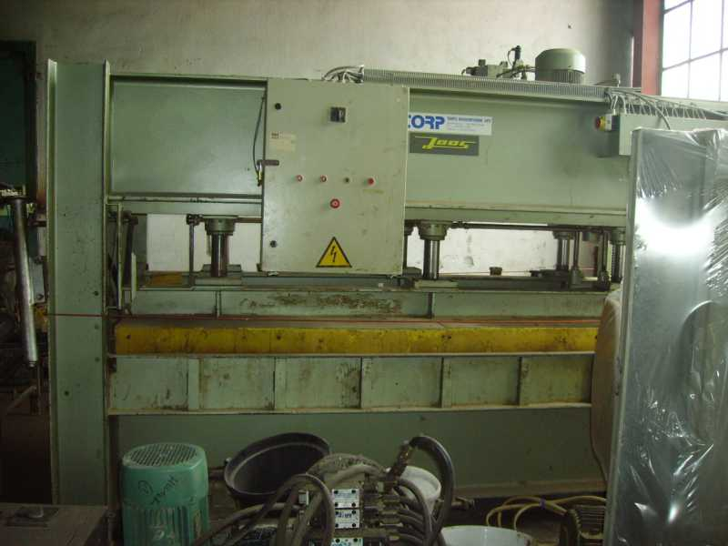 Prasa JOSS 300 x 135 ze ściskiem bocznym