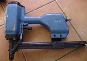 Pistolet tapicerski na zszywki BEA