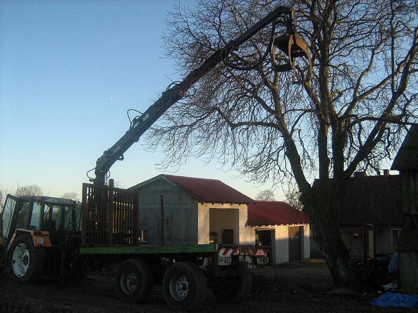 przyczepa do transportu drewna HDS-hiab