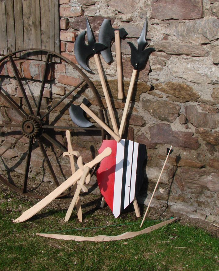 Pamiątki/zabawki rycerskie z drewna
