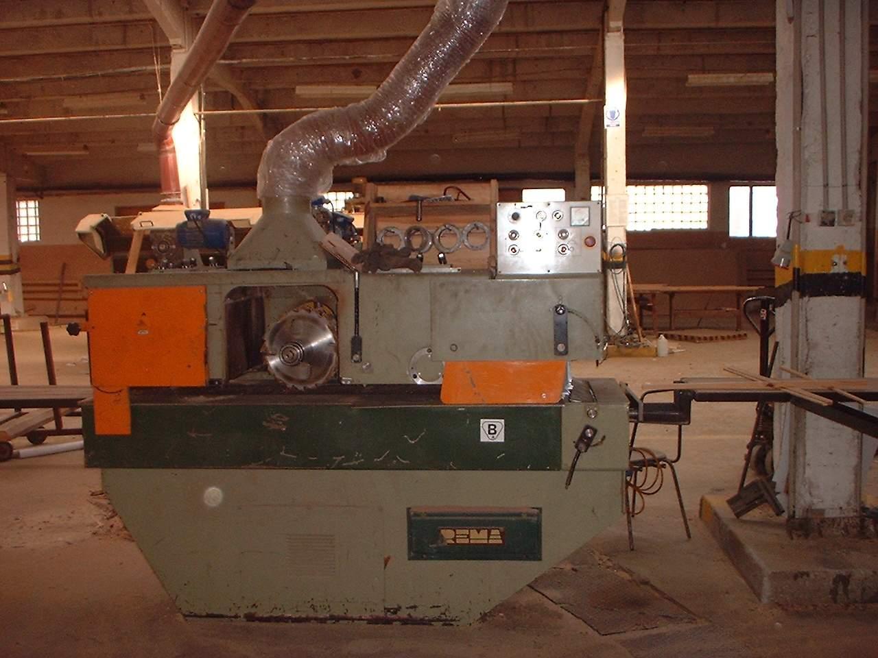 Maszyny drzewne z likwidowanego zakładu