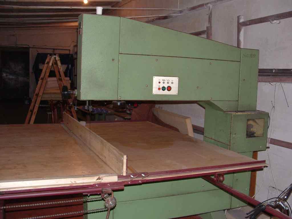 Maszyna do cięcia pianki, włukniny, tkanin ;)