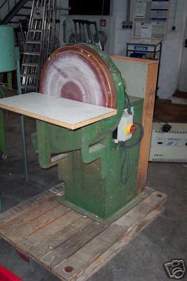 Szlifierka tarczowa z przyłączeniem do wyciągu