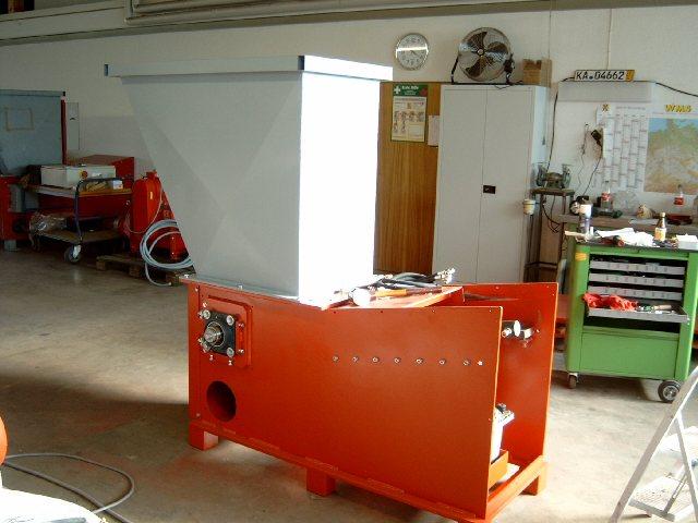 Rębak Reinbold RHZR 600 o wydajności ok.300 kg/h