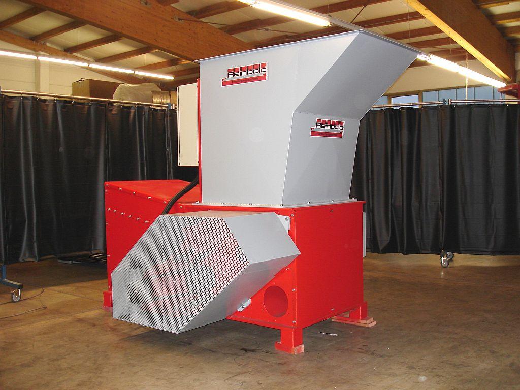Rębak Reinbold RHZR 800 o wydajności ok.500 kg/h