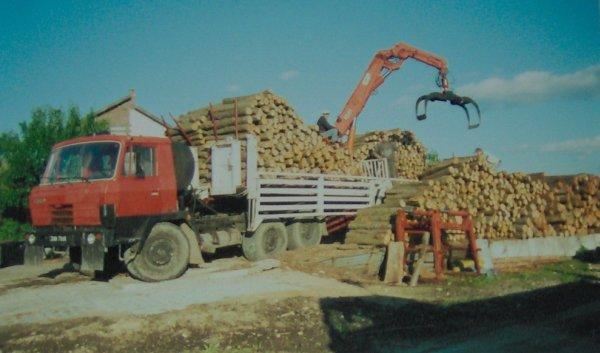 samochód do transportu drewna