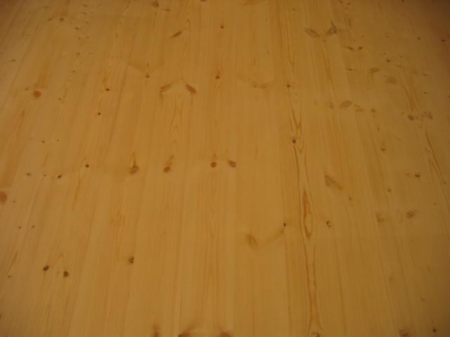 Podłoga sosnowa