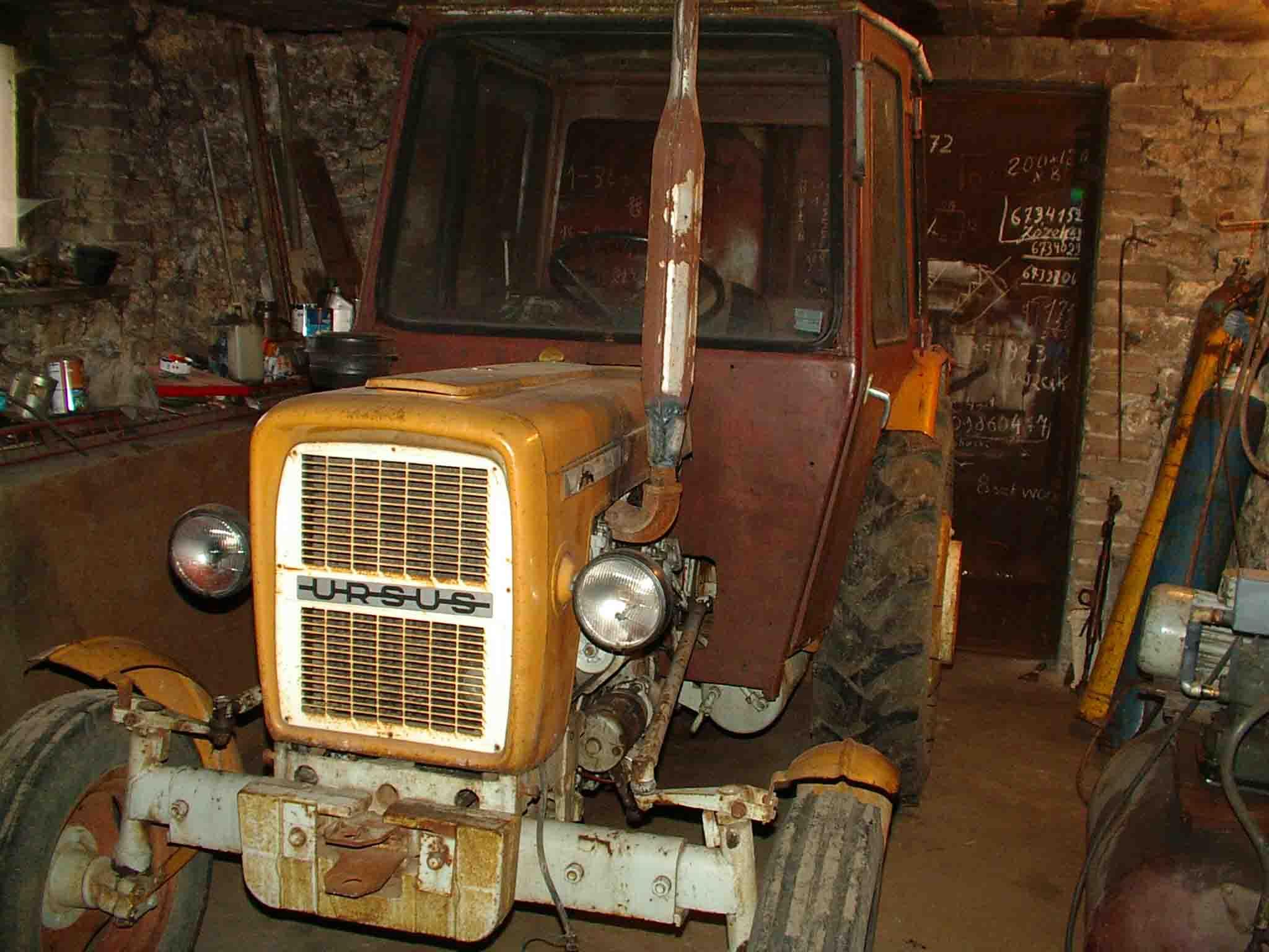 Ciągnik URSUS C 330 + maszyny rolnicze