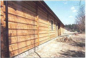 dom z bala modrzewiowego sezonowanego